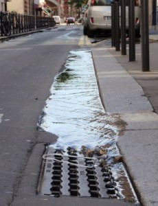Water richting afvoerput Paris